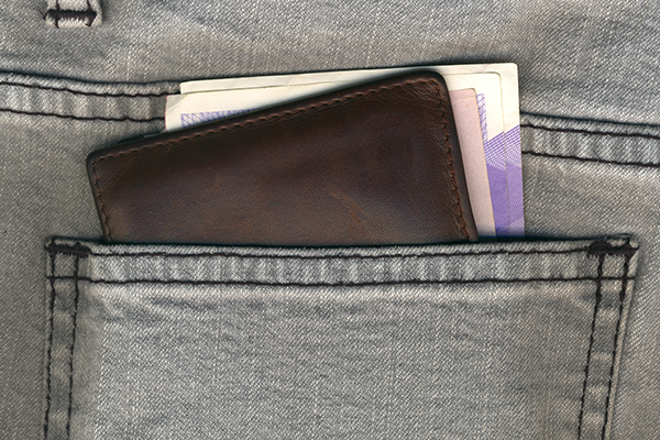 浮気調査の証拠がみつかる?財布やポケット